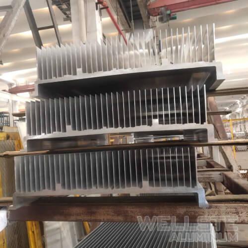 5G base station extruded heatsinks